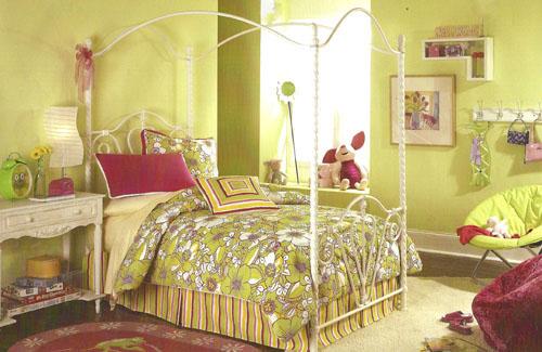 Calliope Canopy Bed