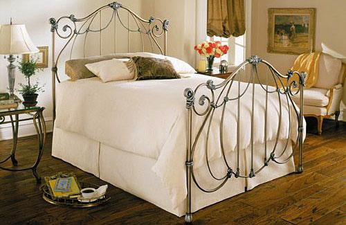 Monique bed